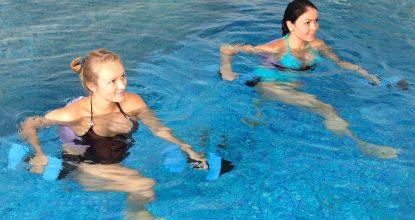 suda yapılan egzersizler, su içinde hangi egzersizler yapılır, kimler su içi egzersizi yapmalı